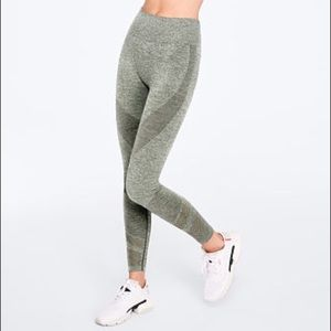 Victoria's Secret Pink Seamless Workout Tights 💚
